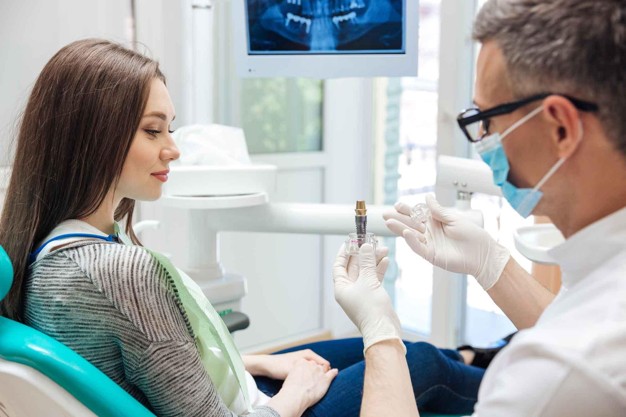 Больно ли делать имплантацию зубов? 1